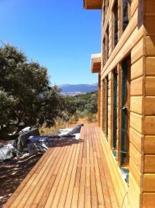Se solan las terrazas exteriores con madera especialmente tratada para exteriores