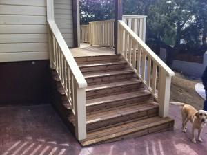colocación de escalera y barandilla exterior